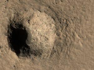 火星に最近できたとみられる直径約300mのクレーター