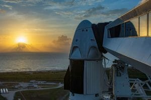 初有人打ち上げのクルー・ドラゴンは「エンデバー」と命名