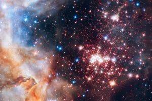 無数の星々が美しく輝く星団。中心部は荒々しく穏やかではない