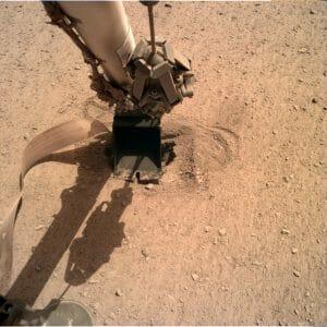 火星探査機インサイトの地中センサー、押し戻されたりもしたけど地下に向け前進再開