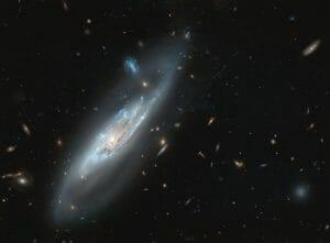 銀河団ガスに自らのガスを引きはがされている棒渦巻銀河「NGC 4848」