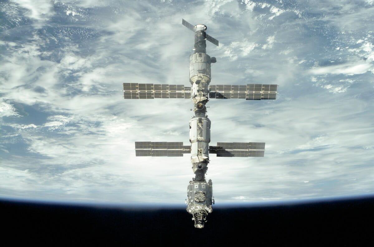 第1次長期滞在クルー到着前の2000年9月18日にスペースシャトル「アトランティス」(STS-106)から撮影されたISS