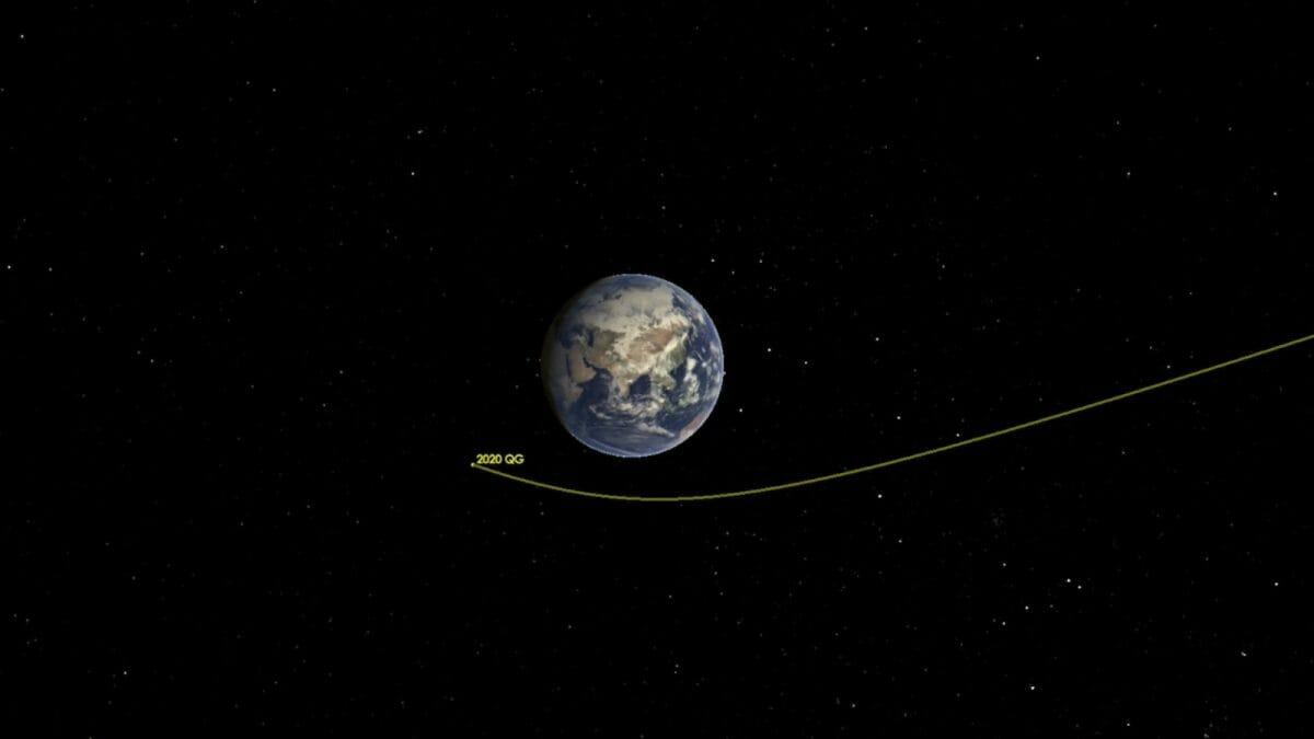地球に小惑星「2020 QG」が接近