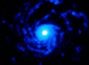 520光年先の若い星を取り囲む渦巻くガスの円盤を観測 アルマ望遠鏡