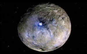 準惑星ケレス、溜まった塩水が地下から湧き上がっている可能性
