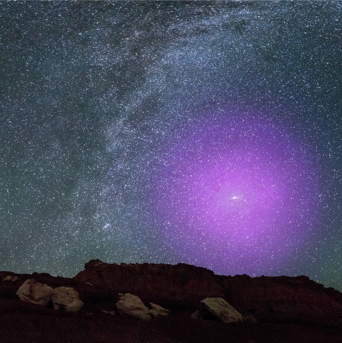 アンドロメダ銀河のハロー。ハローの中心付近にあるのがアンドロメダ銀河