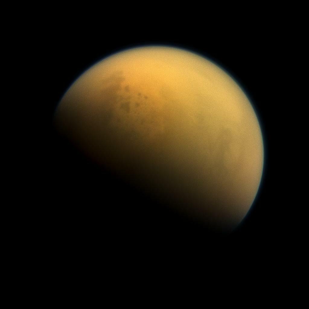 土星探査機カッシーニが撮影したタイタン