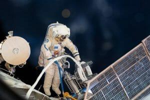 国際宇宙ステーション、ロシアの新モジュール到着の準備を行う最初の船外活動を11月18日に実施