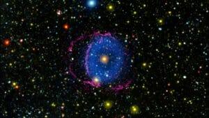 合体する恒星 16年間謎だった天体の正体がついに解明される