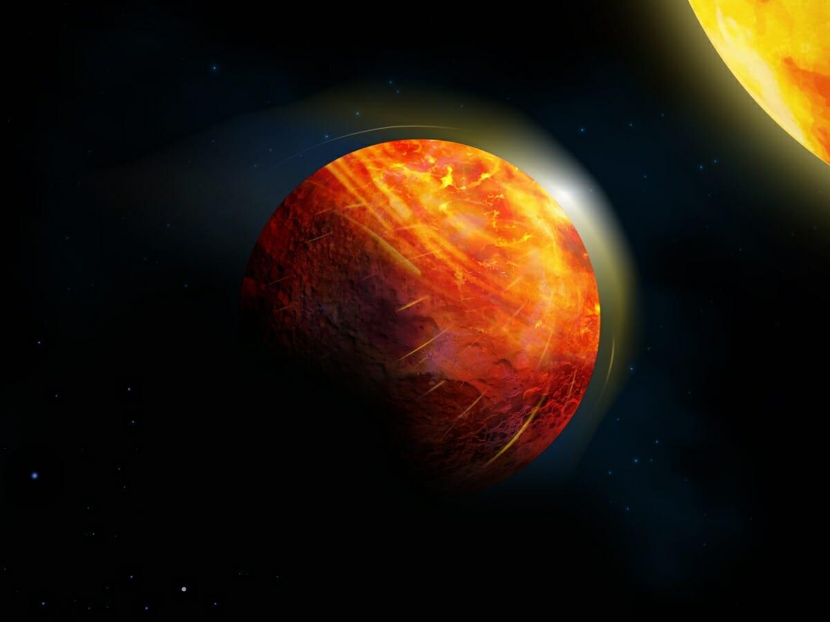 系外惑星「K2-141 b」を描いた想像図。主星に照らされ続けている昼側(右上)で蒸発した岩石が永遠に照らされない夜側(左下)で雨となって降り注いでいるとみられている
