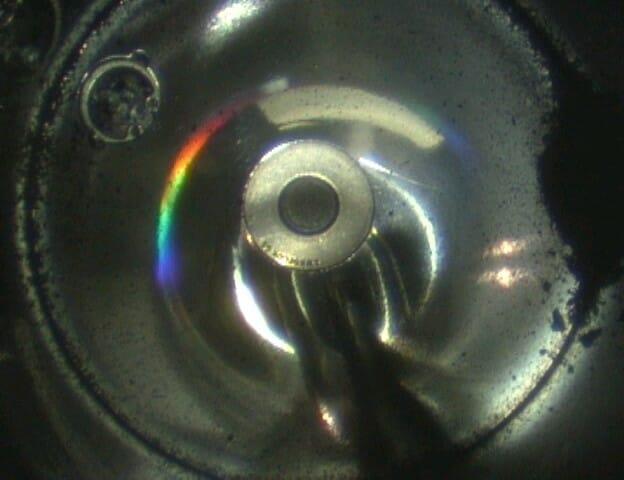 スコープカメラで撮影したサンプルコンテナ内部の様子