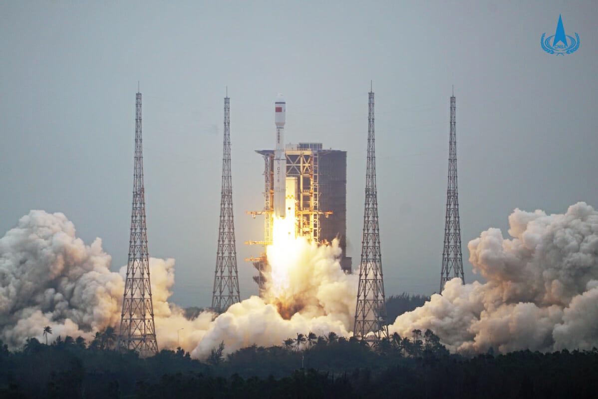 文昌衛星発射場から打ち上がる長征8号(Credit: CNSA)