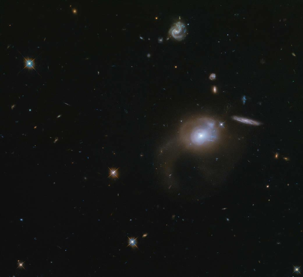 今日の天体画像:SDSS J225506.80+005839.9(ESA/Hubble & NASA, A. Zabludoff)