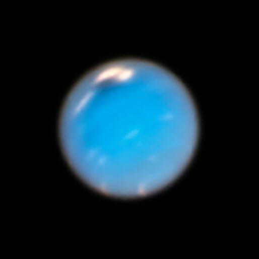 ハッブル宇宙望遠鏡が2018年9月に撮影した海王星。 中央に黒い斑点の周りに白い雲が写っている(Credit:NASA、ESA、and A. Simon(NASA Goddard Space Flight Center)、and M. Wong and A. Hsu(University of California、Berkeley))