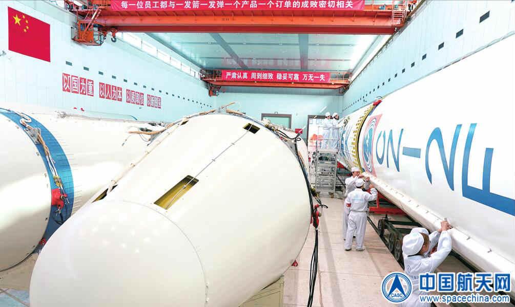 製造が進む長征2Fロケット(Credit:CASC)