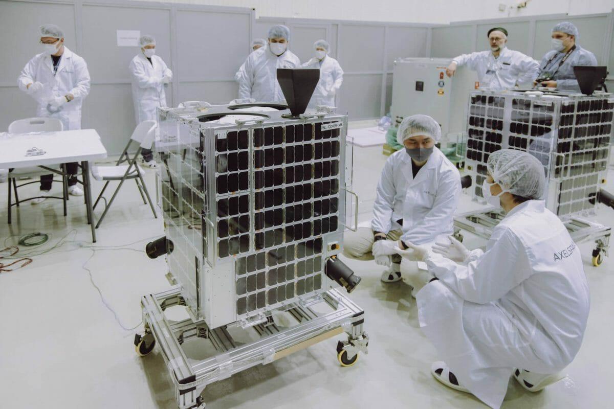 バイコヌールで打ち上げ準備中の「GRUS」(Credit: Roscosmos)