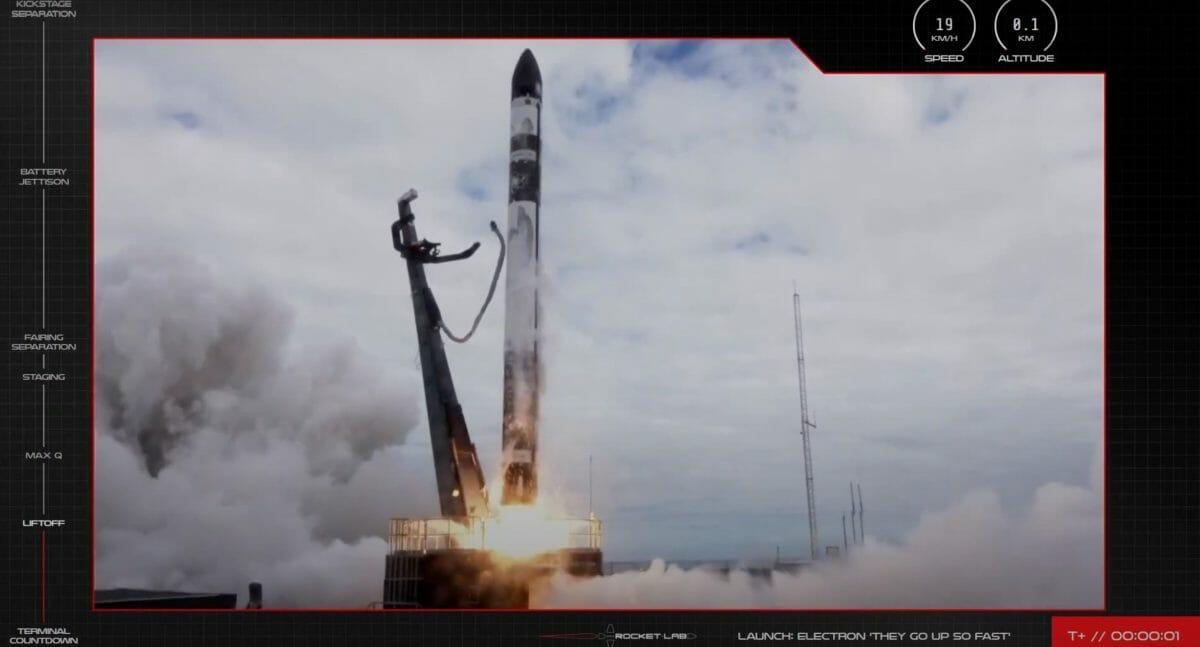 ニュージーランド・マヒア半島から打ち上げられるエレクトロンロケット(Credit: RocketLab)