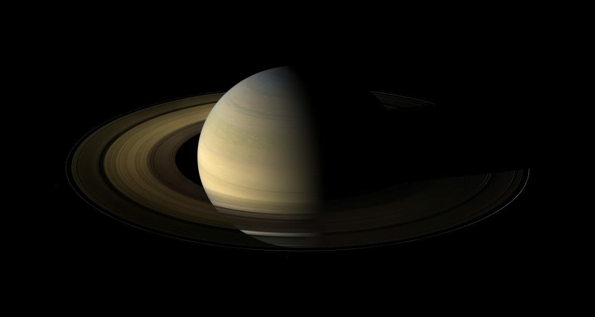 土星探査機「カッシーニ」が撮影した2009年8月12日の土星(Credit: NASA/JPL/Space Science Institute)