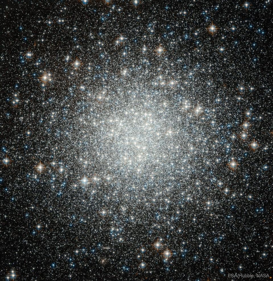 球状星団「M53」(Credit: ESA/Hubble, NASA)