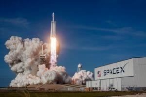 アストロボティックの月着陸機グリフィンを打ち上げる予定のファルコン・ヘビーロケット(Credit: SpaceX)