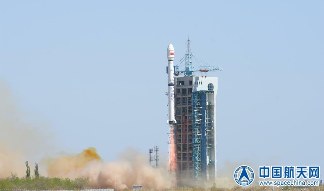 酒泉衛星発射センターから打ち上げられる長征4Cロケット(Credit: CASC)
