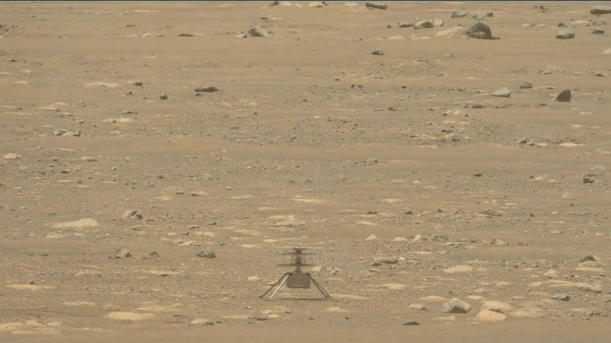 火星探査車「Perseverance」のズーム対応カメラ「Mastcam-Z」で撮影された火星ヘリコプター「Ingenuity」(Credit: NASA/JPL-Caltech/ASU/MSSS)