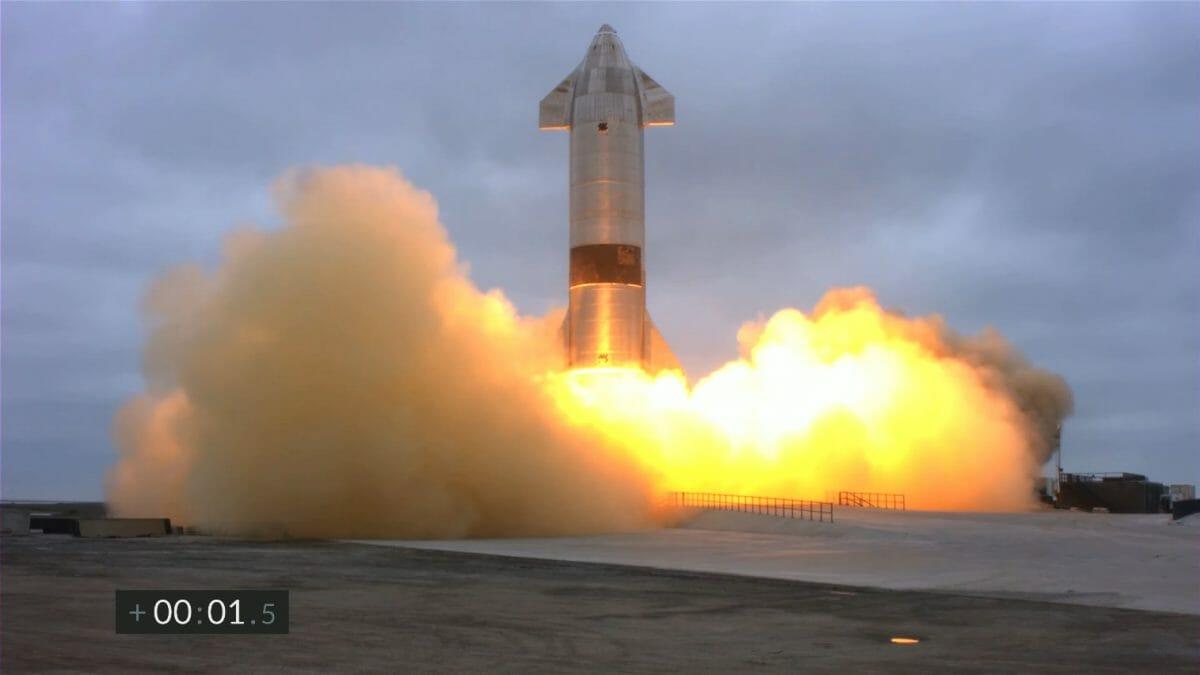 離陸するスターシップ試験機「SN15」。スペースXによるライブ配信アーカイブより(Credit: SpaceX)