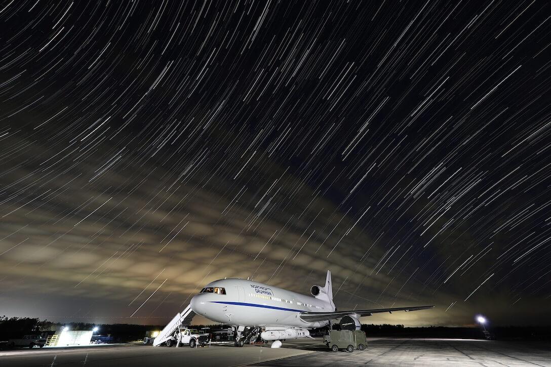 ペガサスXLロケットの母機である「スターゲイザー」。ロケットは母機の下部に設置されている。(Credit: US Space Force)