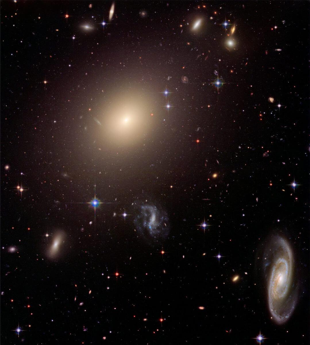 銀河団「Abell S0740」(Credit: NASA, ESA, and The Hubble Heritage Team (STScI/AURA))
