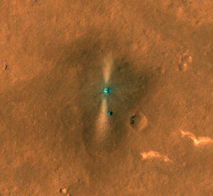 中国とアメリカの火星探査機が軌道上から探査車「祝融」の着陸地点を撮影