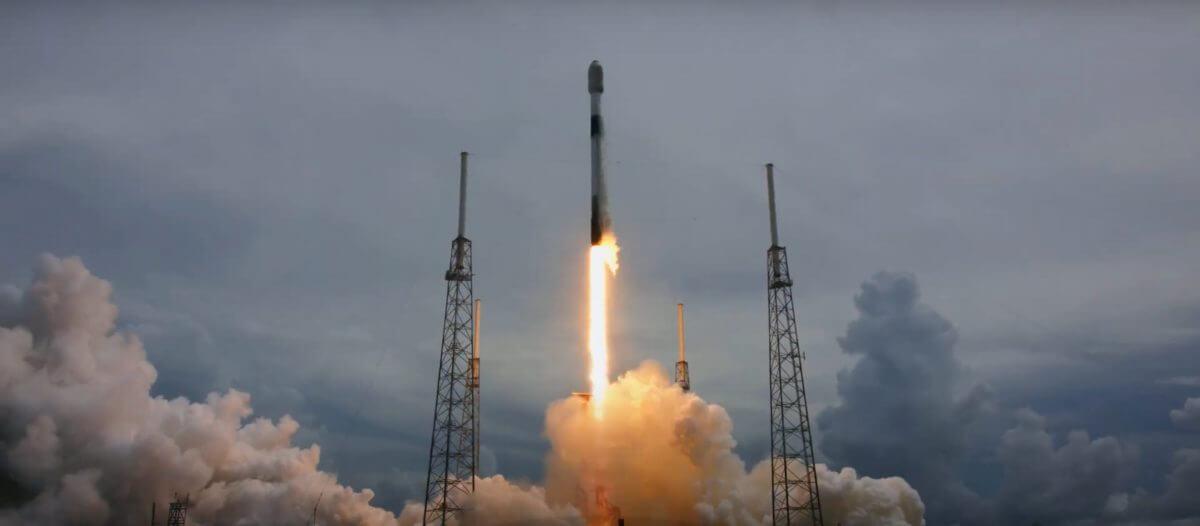 ケープカナベラル宇宙軍基地から打ち上げられるファルコン9ロケット(Credit: SpaceX Webcast)