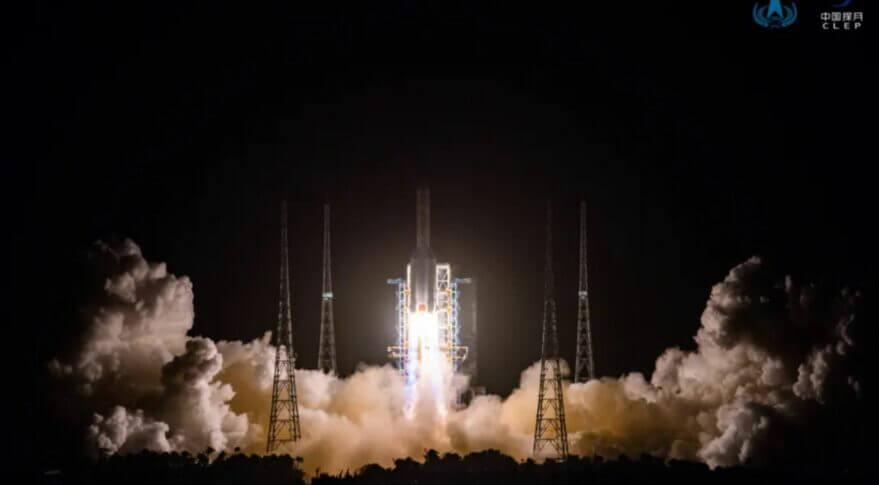 2000年11月に打ち上げた中国のロケット「嫦娥5号」(Credit: CNSA)