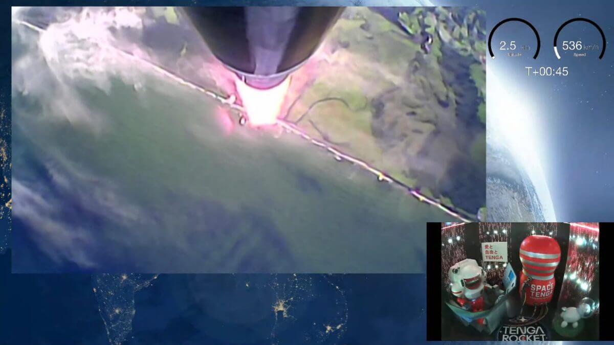 「TENGAロケット」搭載のカメラから配信された機外(左上)と機内(右下)の様子。ISTによる打ち上げのライブ配信より(Credit: インターステラテクノロジズ)