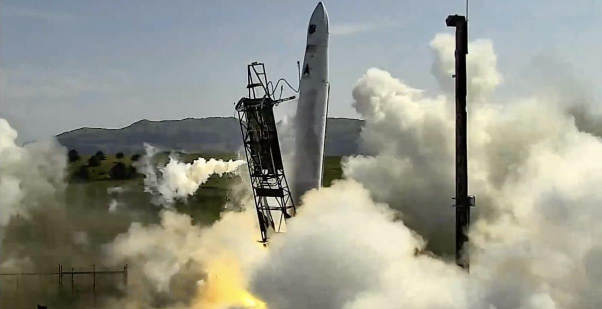 Astra rocket3.3の打ち上げの瞬間。この時点で機体が傾いている(Credit: NASASpaceflight.com)