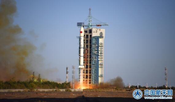 酒泉衛星発射センターから打ち上げられる長征2Cロケット。フェアリングの直径がロケット本体の直径よりも大きいことが分かる(Credit: CASC)