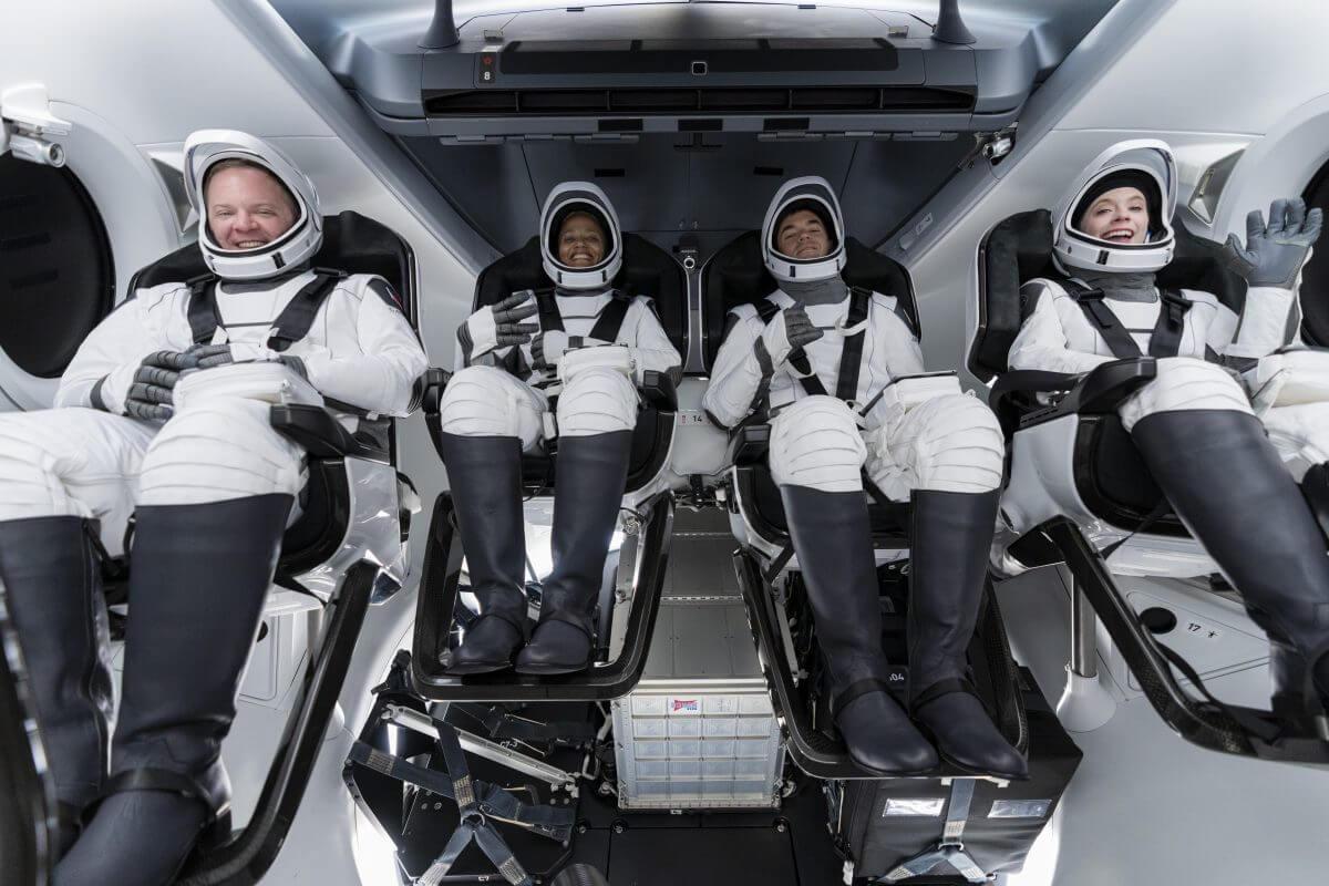 世界初の民間人だけでクルーが構成されるInspiration4ミッション(Credit: SpaceX Twitter)