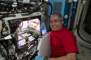 米ロの宇宙飛行士2名がISS滞在期間延長、NASA飛行士の連続滞在記録更新へ