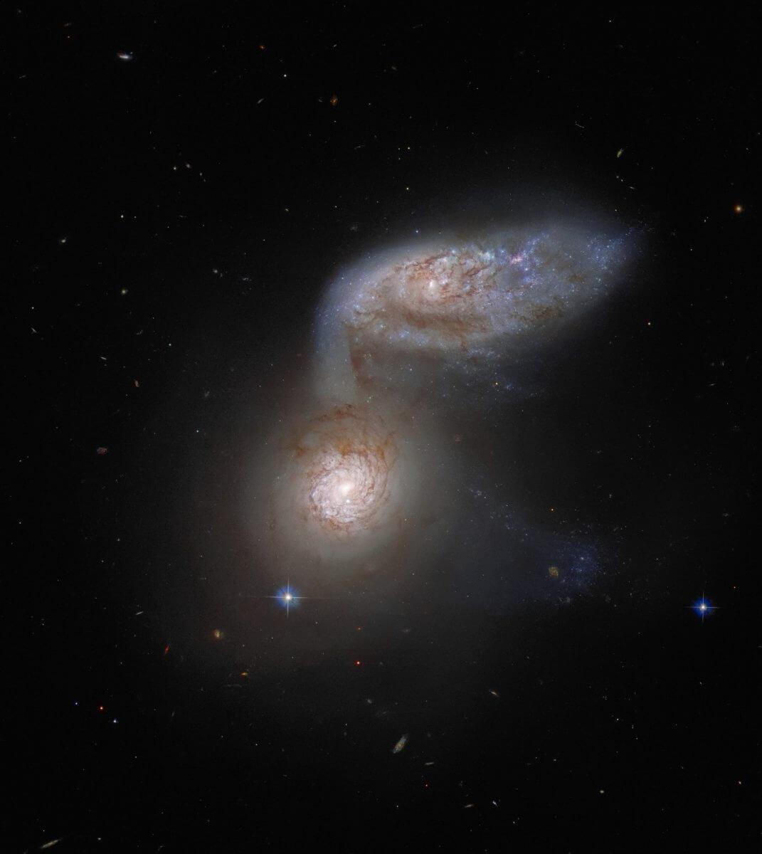 相互作用銀河「Arp 91」(Credit: ESA/Hubble & NASA, J. Dalcanton; Acknowledgement: J. Schmidt)