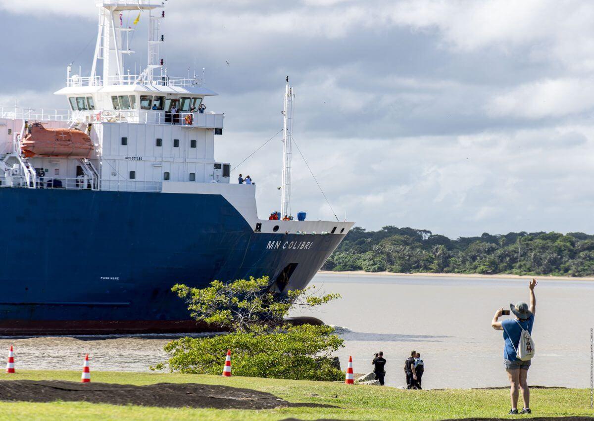 ジェイムズ・ウェッブ宇宙望遠鏡を載せてクールーに到着した貨物船MN Colibri(Credit: ESA/CNES/Arianespace)